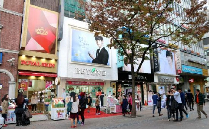 7-Tempat-Nongkrong-Hits-Para-Artis-Korea-Myeongdong-Shopping-District