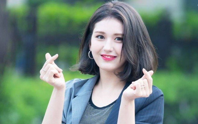Sublabel-YG-Entertainment-Konfirmasi-Tanda-Tangan-Kontrak-Dengan-Jeon-Somi